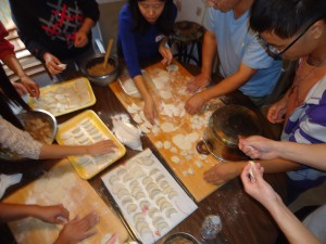 一齊做餃子 / Making Dumplings Together